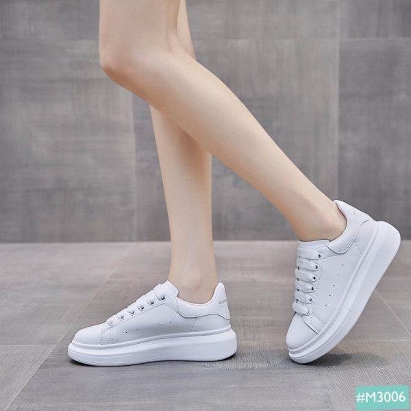 Giày Sneaker trắng phong cách Hàn Quốc