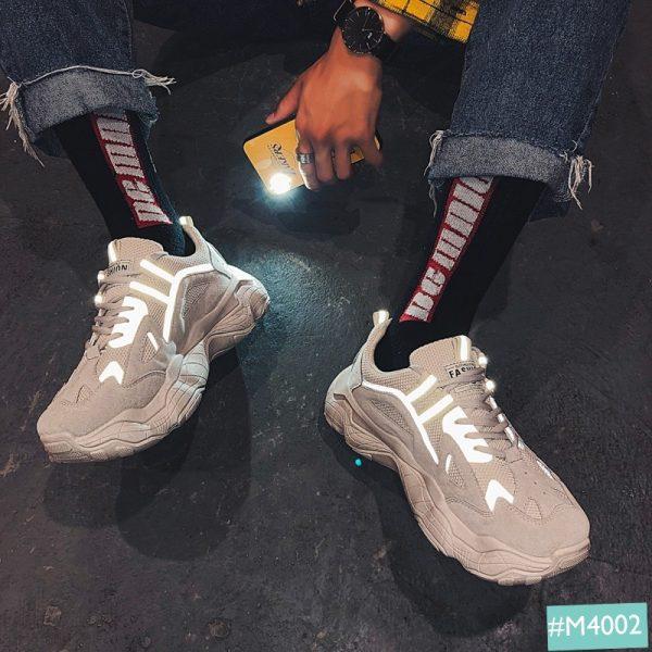 Giày sneaker phản quang